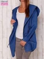 Niebieska jeansowa koszula narzutka z kapturem