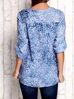 Niebieska koszula z kwiatowym motywem                                                                          zdj.                                                                         2