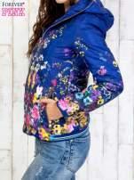 Niebieska kurtka z kwiatowym motywem                                  zdj.                                  3