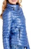 Niebieska lekka kurtka puchowa z suwakami przy rękawach                                  zdj.                                  6