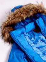 Niebieska ocieplana kurtka z futrzanym wykończeniem kaptura                                  zdj.                                  8