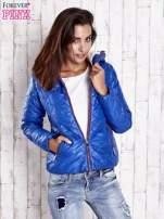 Niebieska pikowana kurtka z futrzanym ociepleniem                                   zdj.                                  4
