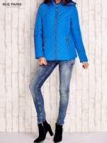 Niebieska pikowana kurtka z kapturem w stylu husky                                  zdj.                                  6