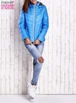 Niebieska pikowana kurtka z wykończeniem w groszki                                  zdj.                                  7