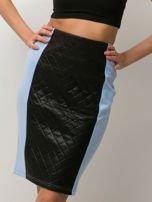 Niebieska spódnica ołówkowa ze wstawką z pikowanej skóry