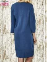 Niebieska sukienka dresowa z sercem z dżetów                                  zdj.                                  3