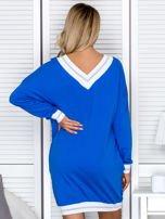 Niebieska sukienka z napisem i ściągaczami                                  zdj.                                  2