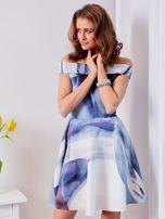 Niebieska wzorzysta sukienka                                  zdj.                                  3