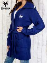 Niebieski długi sweter z wiązaniem                                  zdj.                                  4