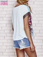Niebieski kwiatowy t-shirt ze skórzanymi rękawami                                  zdj.                                  4