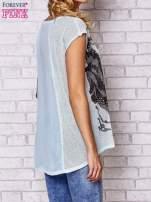 Niebieski t-shirt z nadrukiem motyla
