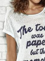 Niebieski t-shirt z napisem THE TOWN WAS PAPER BUT THE MEMORIES WERE NOT PAPER TOWNS                                  zdj.                                  5