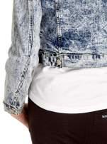 Niebieskia kurtka jeansowa damska marmurkowa z kieszeniami                                                                          zdj.                                                                         7