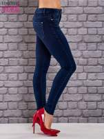 Niebieskie jeansowe spodnie skinny jeans z kieszeniami                                  zdj.                                  2