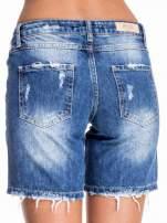 Niebieskie jeansowe szorty z dłuższą nogawką i przetarciami                                  zdj.                                  2