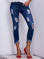 Niebieskie jeansy z wystrzępionymi nogawkami                                  zdj.                                  1