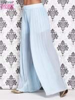 Niebieskie plisowane spodnie palazzo