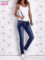 Niebieskie przecierane spodnie jeansowe z szelkami                                  zdj.                                  5