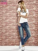 Niebieskie spodnie girlfriend jeans z kryształakami                                  zdj.                                  4