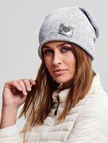 Ocieplana bawełniana czapka beanie z naszywką jasnoszara                                  zdj.                                  2