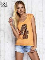 Pomarańczowy dekatyzowany t-shirt z cekinową cyfrą 4                                  zdj.                                  5