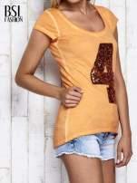 Pomarańczowy dekatyzowany t-shirt z cekinową cyfrą 4                                  zdj.                                  3