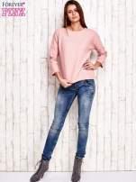 Różowa bluza o graficznej teksturze                                  zdj.                                  4
