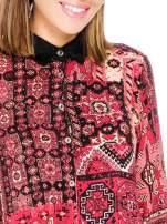 Różowa koszula we wzór etno z czarnym kołnierzykiem i mankietami