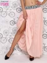 Różowa spódnica maxi z wyszywanym paskiem