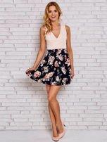 Różowa sukienka skater z kwiatowym dołem                                  zdj.                                  4
