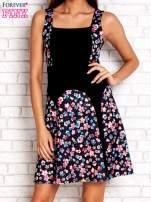 Różowa sukienka z kwiatowymi wstawkami i kwadratowym dekoltem                                                                          zdj.                                                                         1