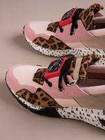 Różowe buty sportowe na podwyższeniu z kolorową podeszwą i motywem w panterkę                                  zdj.                                  3