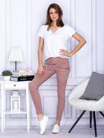 Różowe spodnie z kieszeniami                                   zdj.                                  4