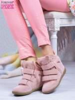 Różowe zamszowe sneakersy na rzepy                                                                          zdj.                                                                         1