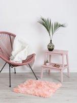 Różowy futrzany dywan                                  zdj.                                  1