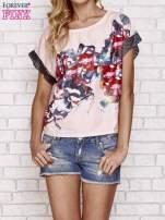 Różowy kwiatowy t-shirt ze skórzanymi rękawami                                  zdj.                                  1