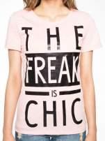Różowy t-shirt z napisem THE FREAK IS CHIC                                                                          zdj.                                                                         7