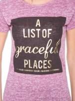 Różowy t-shirt ze złotym napisem A LIST OF GRACEFUL PLACES                                  zdj.                                  6