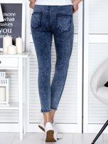 Spodnie ciemnoniebieskie high waist z dekatyzacją                                   zdj.                                  2