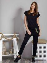 Spodnie dresowe czarne z błyszczącymi lampasami                                   zdj.                                  4
