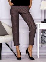 Spodnie materiałowe w drobny wzór brązowe                                  zdj.                                  1