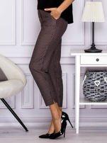 Spodnie materiałowe w drobny wzór brązowe                                  zdj.                                  5