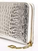Srebrny portfel kopertówka z motywem skóry krokodyla                                  zdj.                                  4