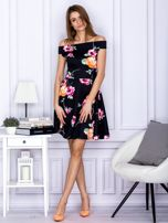 Sukienka czarna w kontrastowe kwiaty                                  zdj.                                  4