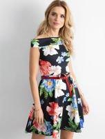 Sukienka odsłaniająca ramiona w kolorowe kwiaty czarna                                  zdj.                                  1