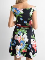 Sukienka odsłaniająca ramiona w kolorowe kwiaty czarna                                  zdj.                                  3