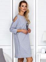 Sukienka oversize z wycięciami na rękawach i perełkami szara                                  zdj.                                  3
