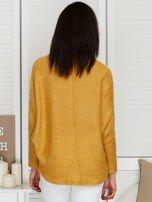 Sweter beżowy z dłuższym włosem                                  zdj.                                  2