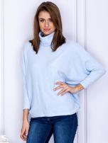 Sweter jasnoniebieski z miękkim kołnierzem                                  zdj.                                  1