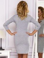 Szara sukienka z paskami przy dekolcie                                   zdj.                                  2